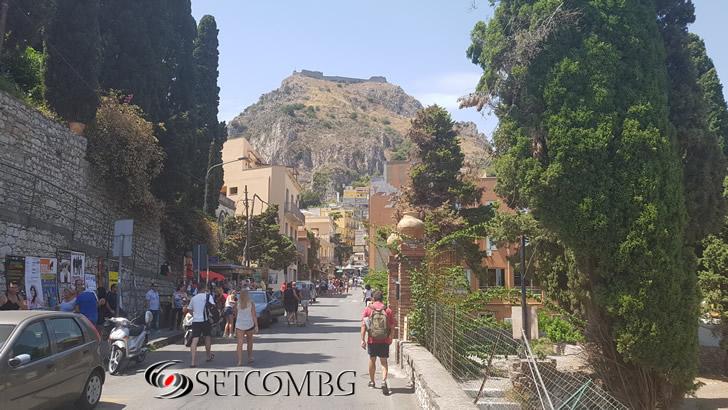 Taormina - улицата от автогарата