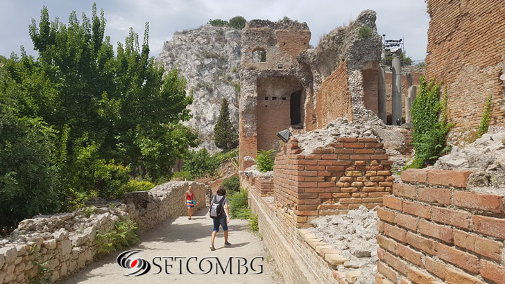 античният амфитеатър в Таормина