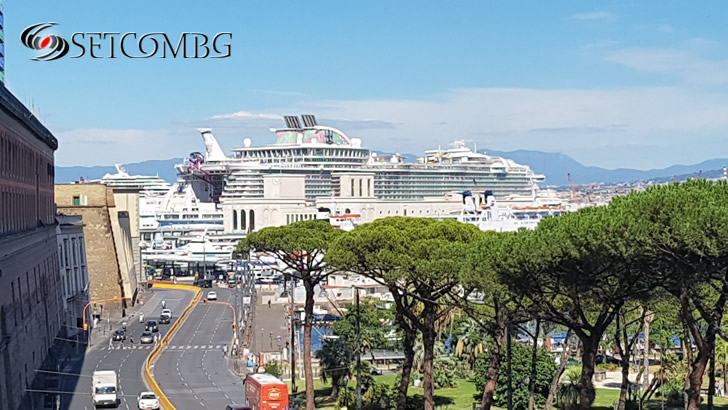 Пристанището на Неапол